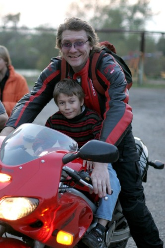 Радость детства - покататься на мотоцикле